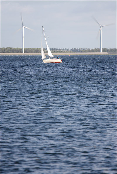 Wind, windmolens, zeilboot