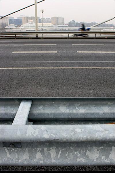 Scooter op de Willemsbrug