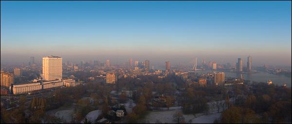Winters uitzicht over Rotterdam vanaf de Euromast
