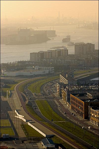 Stroomafwaarts, uitzicht vanaf de Euromast richting Hoek van Holland