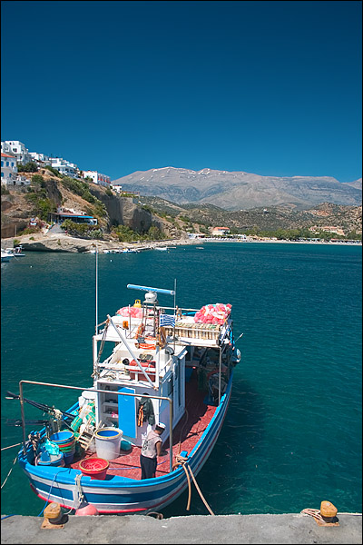 Visser in de haven van Agia Galini, Kreta