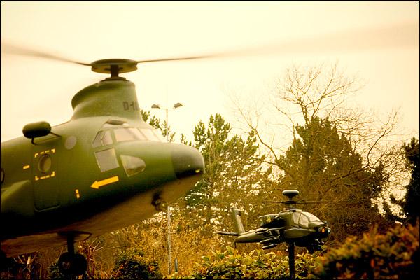 Chinook & Apache helikopters Madurodam