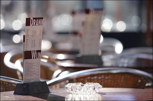 Wijnkaart op een terras