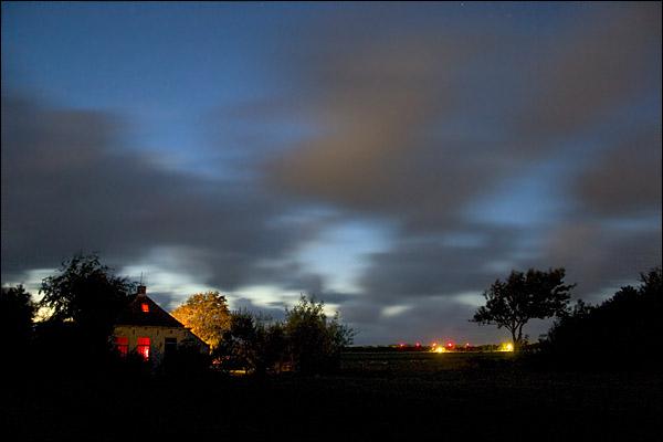 Nachtelijk gezicht op een boerderij op Terschelling