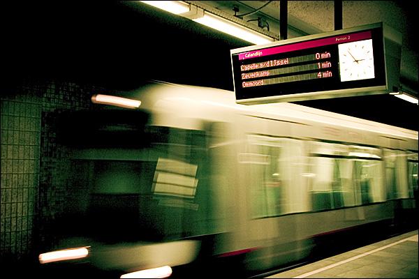 De metro van Rotterdam op station Marconiplein