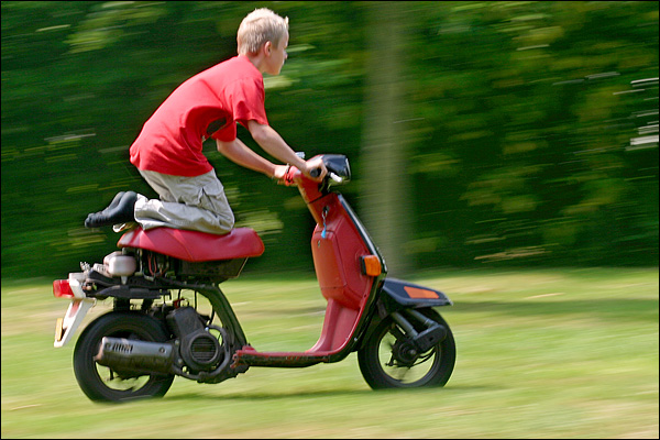 Zwager Ben op z'n scooter