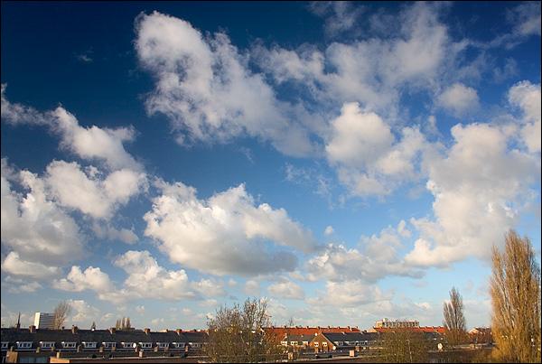 Stapelwolken boven Rotterdam